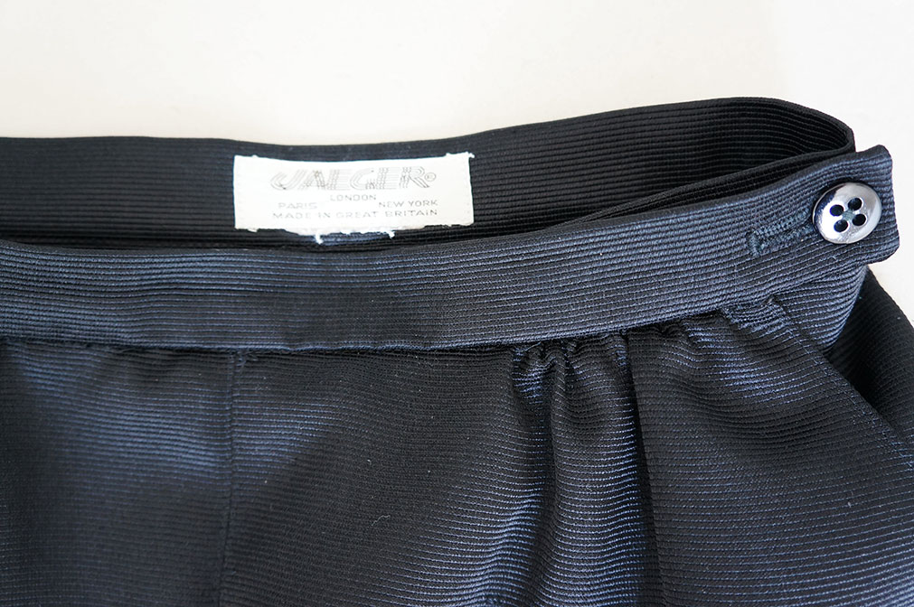 Vintage black pencil skirt - close up